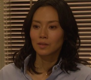 中谷美紀ドラマの衣装ネックレス