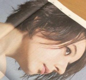 ベッキーの広告画像(宝島社)背中がキレイ
