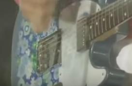 桜井和寿のブルーフラワーギター2代目