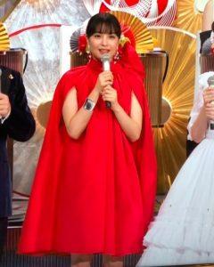 広瀬すずの紅白衣装(ヴァレンチノ)画像