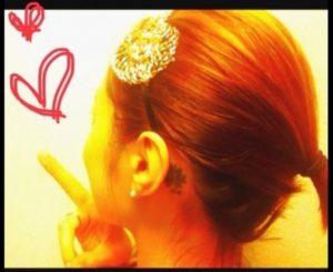 市井紗耶香の左耳後ろのタトゥー画像ブログ花