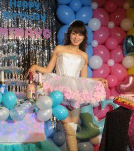 渡辺美奈代のミニスカート画像写真